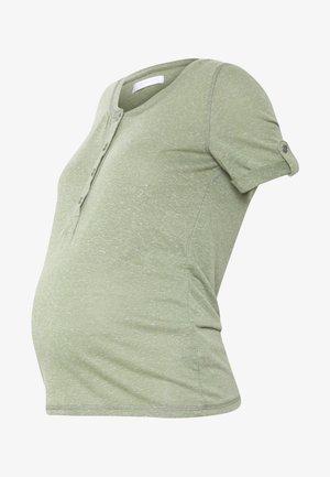 MLNELLA LIA - Camiseta estampada - oil green/melange