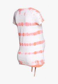 MAMALICIOUS - MLHAVANA - Camiseta estampada - georgia peach - 1