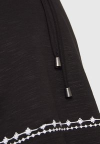 MAMALICIOUS - MLKATE TESS - Camiseta estampada - black/white - 2