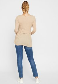 MAMALICIOUS - Camiseta de manga larga - beige - 2