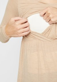 MAMALICIOUS - Camiseta de manga larga - beige - 3