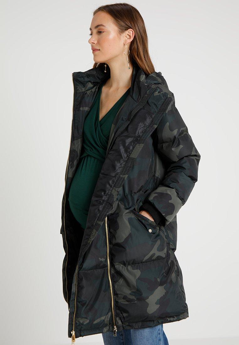 MAMALICIOUS - MLCAMO TIKKA PADDED LONG COAT - Płaszcz zimowy - black/green