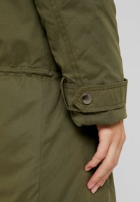 MAMALICIOUS - NEW TIKKA PADDED JACKET - Parka - olive night - 8