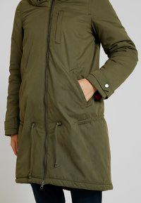 MAMALICIOUS - NEW TIKKA PADDED JACKET - Parka - olive night