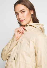 MAMALICIOUS - MLNANS CARRY ME - Parka - pebble - 4