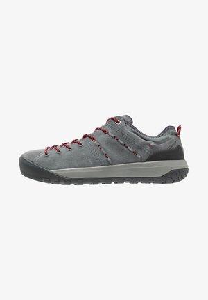 HUECO LOW GTX WOMEN - Climbing shoes - grey