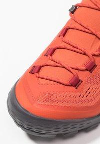 Mammut - DUCAN MID GTX® WOMEN - Chaussures de marche - pepper/light pepper - 5