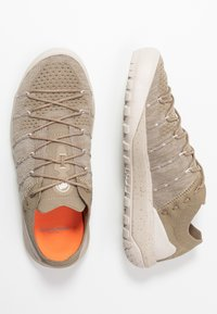 Mammut - HUECO LOW WOMEN - Bergschoenen - safari/moonbean - 1