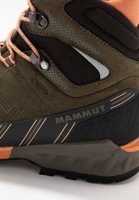 Mammut - KENTO GUIDE HIGH  - Mountain shoes - iguana - 5