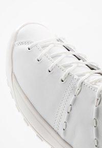 Mammut - HUECO ADVANCED MID WOMEN - Sports shoes - bright white - 5