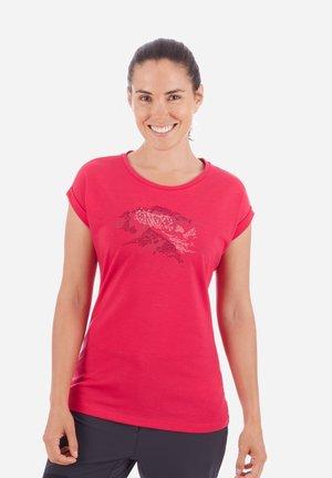 MOUNTAIN - Print T-shirt - dragon fruit