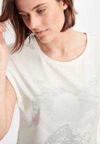 Mammut - MOUNTAIN  - Print T-shirt - bright white - 2