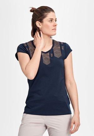 TROVAT - T-shirt z nadrukiem - peacoat