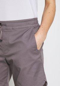 Mammut - CAMIE SHORTS WOMEN - Sports shorts - shark - 4