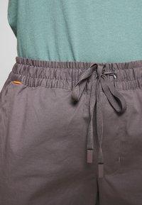 Mammut - CAMIE PANTS WOMEN - Teplákové kalhoty - shark - 3
