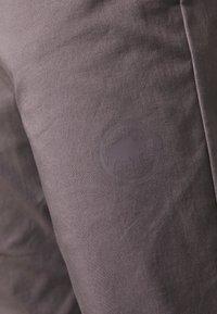 Mammut - CAMIE PANTS WOMEN - Teplákové kalhoty - shark - 6