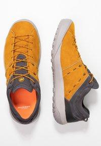 Mammut - HUECO LOW GTX MEN - Chaussures de marche - dark golden/dark titanium - 1