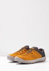 Mammut - HUECO LOW GTX MEN - Chaussures de marche - dark golden/dark titanium - 2