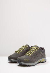 Mammut - CONVEY LOW GTX - Zapatillas de senderismo - graphite/dark citron - 2