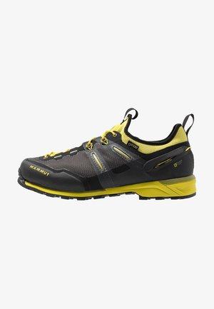 ALNASCA KNIT LOW GTX MEN - Chaussures à scratch - black/citron