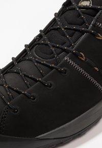 Mammut - HUECO LOW MEN - Zapatillas de senderismo - black - 5