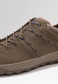 Mammut - HUECO LOW MEN - Obuwie hikingowe - bark - 5