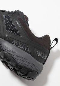 Mammut - DUCAN - Chaussures de marche - black/dark titanium - 5