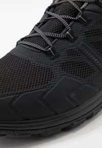 Mammut - OSURA LOW GTX MEN - Obuwie hikingowe - black/titanium