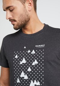 Mammut - SLOPER  - T-shirt con stampa - black melange - 4