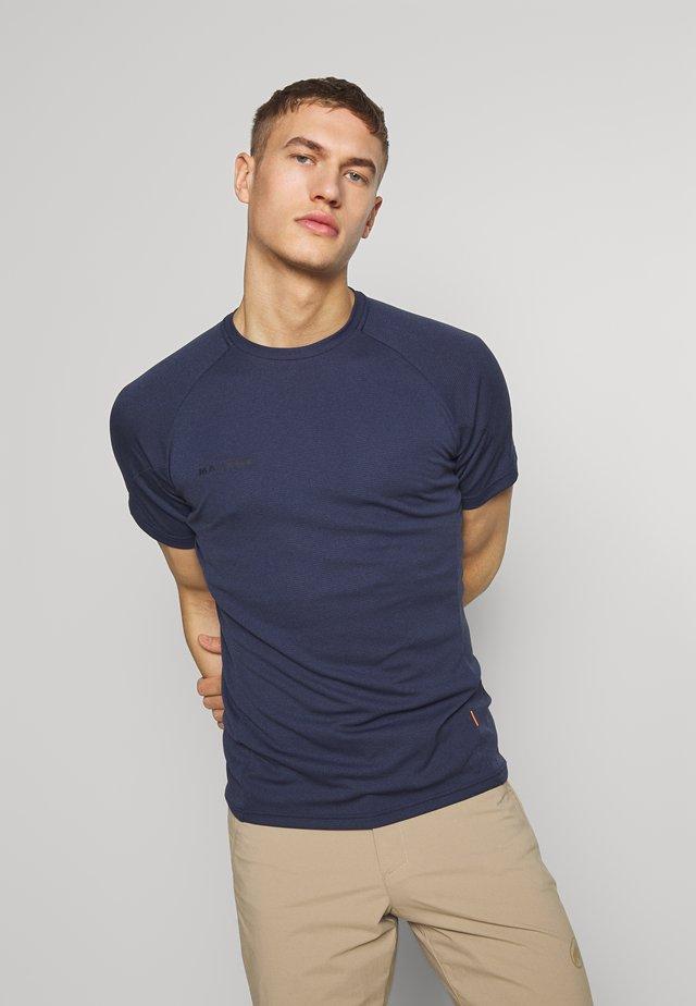 AEGILITY  - Print T-shirt - marine melange