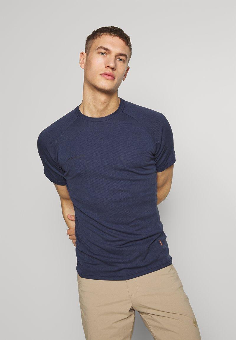 Mammut - AEGILITY  - T-shirt z nadrukiem - marine melange