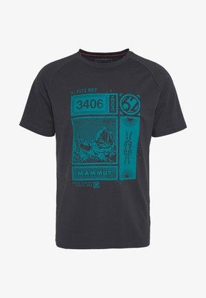 MOUNTAIN MEN - T-shirt print - phantom