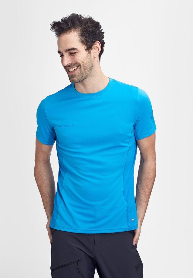 SERTIG  - T-Shirt basic - gentian