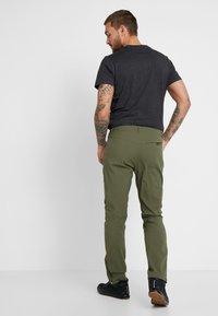 Mammut - ZINAL PANTS MEN - Outdoorové kalhoty - iguana - 2