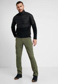 Mammut - ZINAL PANTS MEN - Outdoorové kalhoty - iguana - 1