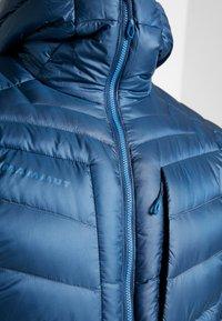 Mammut - BROAD PEAK IN HOODED - Gewatteerde jas - wing teal/sapphire - 4