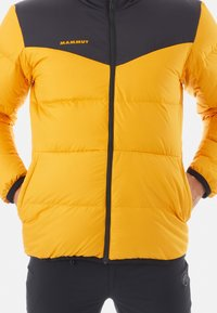 Mammut - WHITEHORN IN JACKET MEN - Kurtka puchowa - gold/black - 5