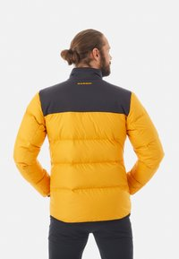 Mammut - WHITEHORN IN JACKET MEN - Kurtka puchowa - gold/black - 1
