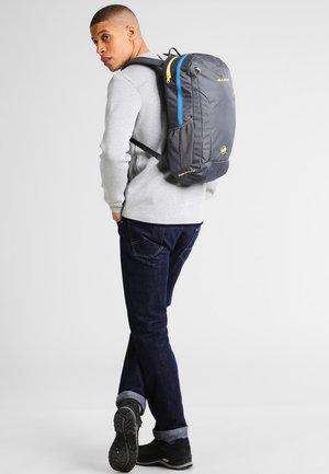 XERON ELEMENT 22L - Backpack - smoke