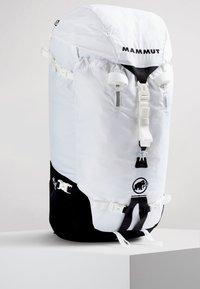 Mammut - TRION LIGHT 38 - Trekkingrucksack - white/black - 0