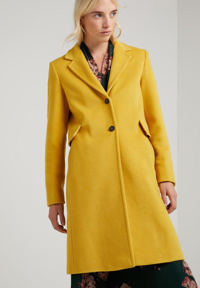 Marella - CRISTIN - Abrigo - yellow