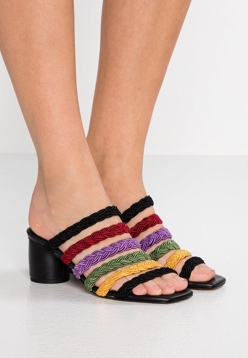 MIISTA - TALAINA - Pantolette hoch - multicolor