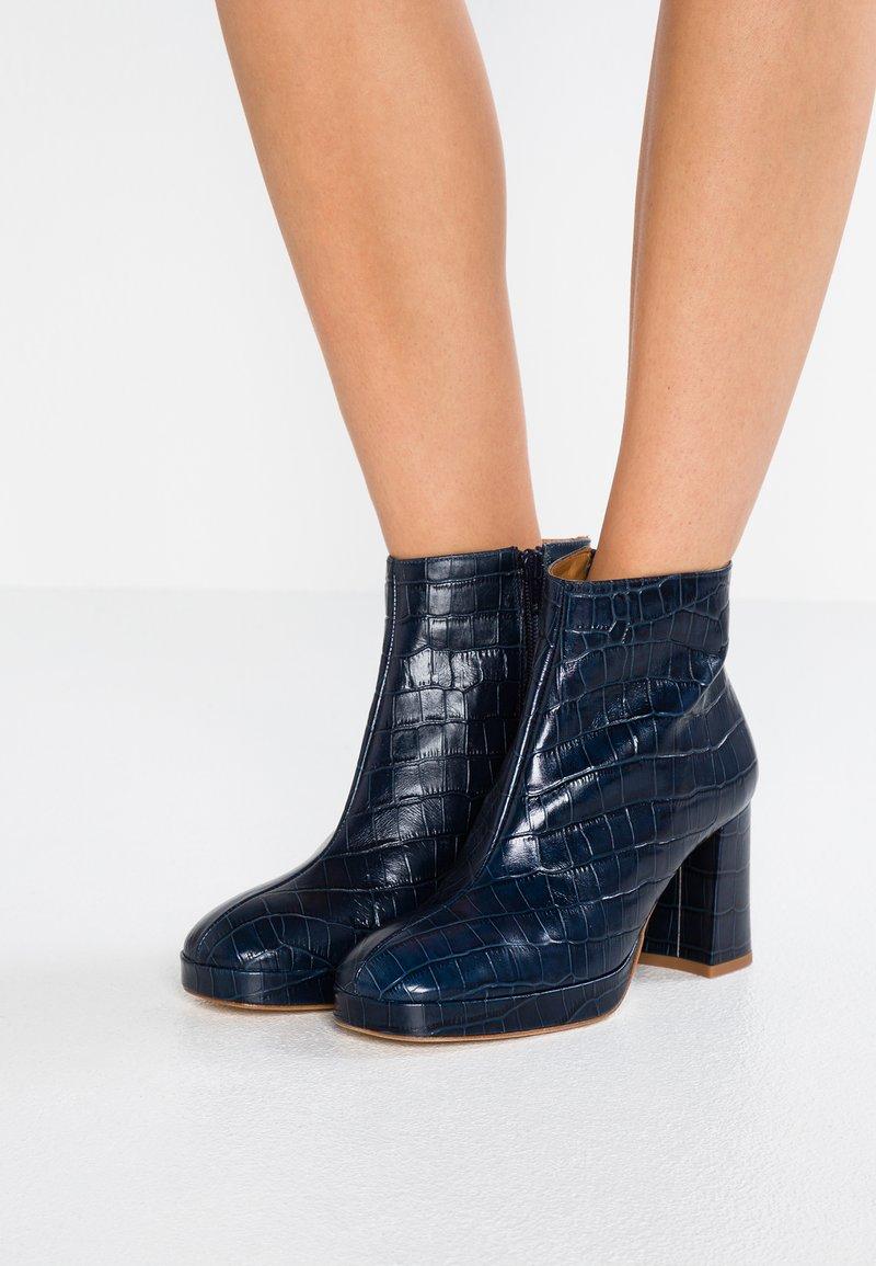 MIISTA - EDITH - Ankle Boot - navy