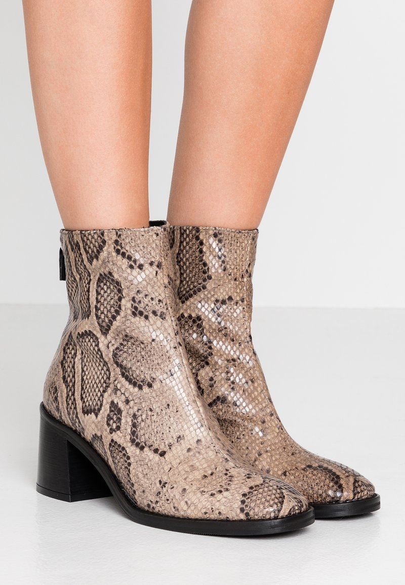 MIISTA - CYBIL - Classic ankle boots - taupe