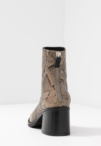 MIISTA - CYBIL - Classic ankle boots - taupe - 5