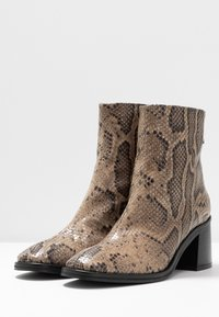 MIISTA - CYBIL - Classic ankle boots - taupe - 4