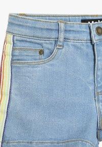 Molo - ANGELINA - Denim shorts - light blue denim - 3