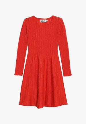 CAMERON - Pletené šaty - vermillion red