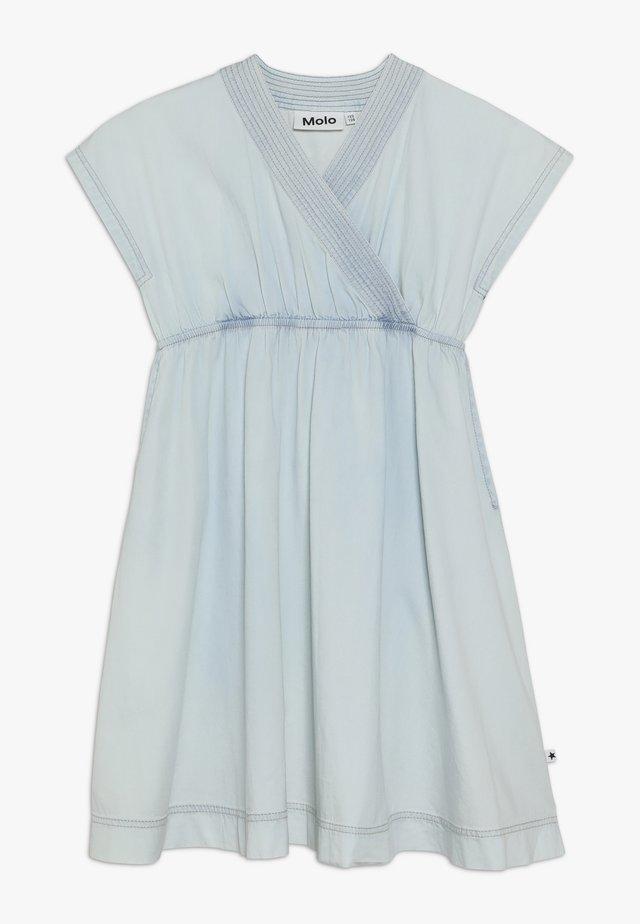 CAISI - Jeanskleid - denim bleached