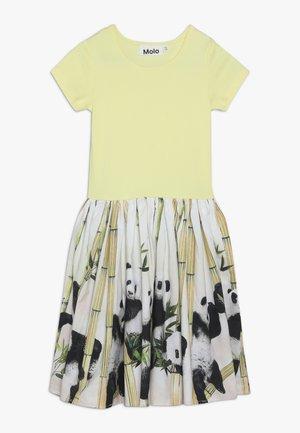 CISSA - Denní šaty - light yellow